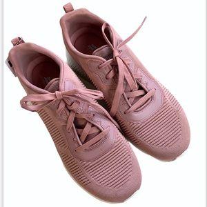 NWT Skechers sneakers wide width